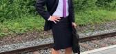 Tento muž již 4 roky obléká do práce sukni a vysoké podpatky pro podporu genderové rovnosti