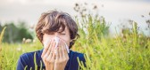 Venku všechno kvete, takže se můžete potýkat s příznaky alergie. Jak se s tím vypořádat?
