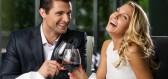 Jaké šaty si obléknout večeři s partnerem? Tyto si zamilujete