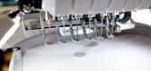 Moderní šicí a vyšívací stroje si nacházejí své místo na slunci