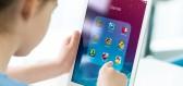 Jak displeje televizních obrazovek, mobilů či tabletů ovlivňují mozek dětí