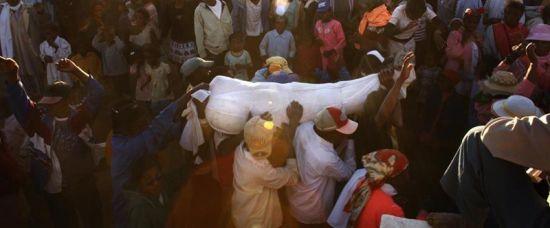 Famadihana: Tanec s mrtvým