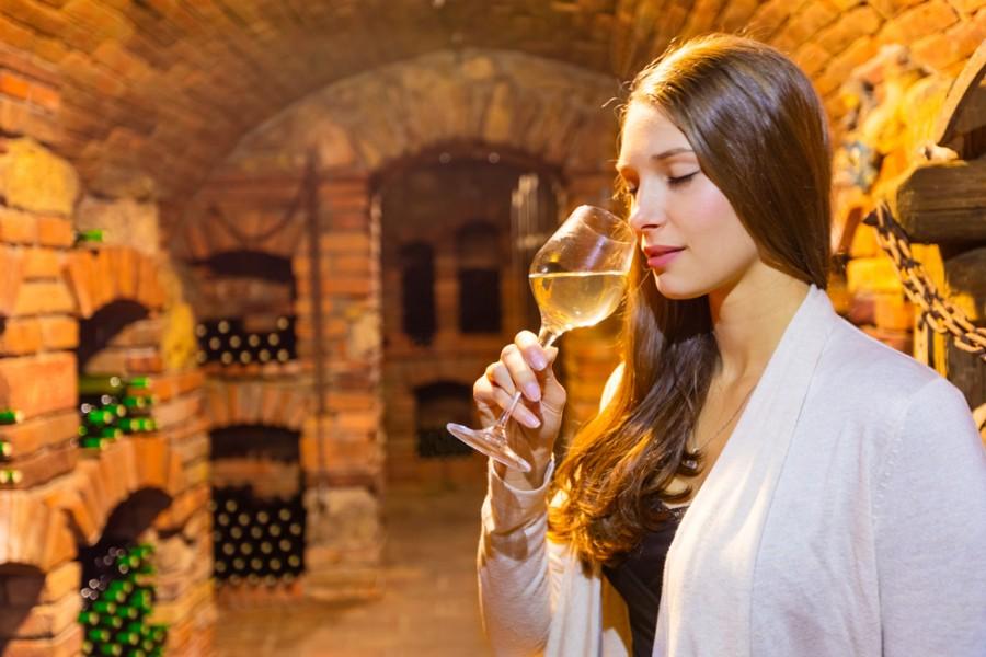 Krásná Moravanka s vínem