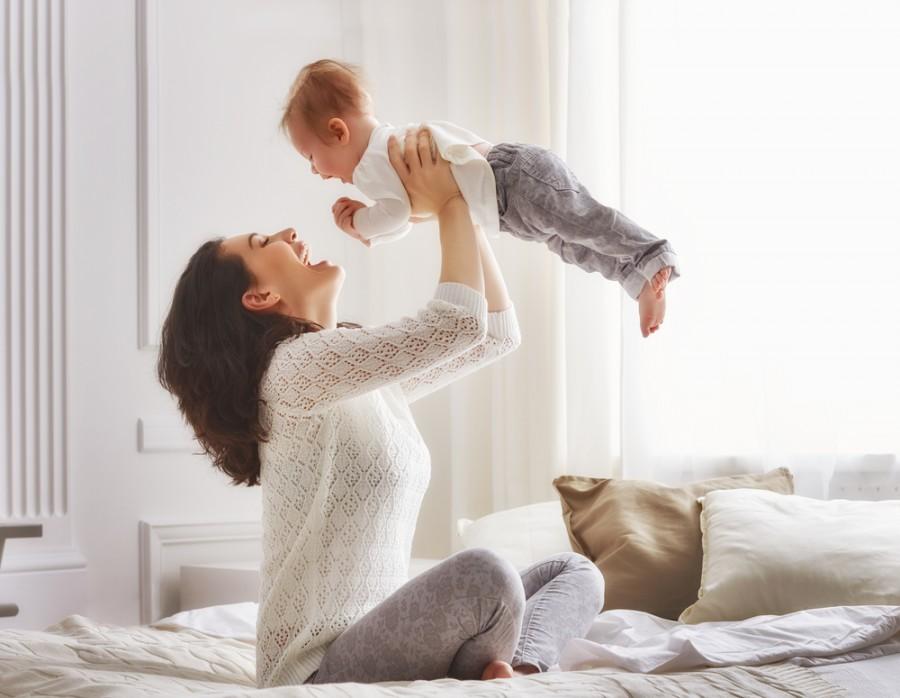 Maminka s dítětem. Nebo Vám to připadá jako tatínek?