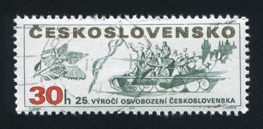 Tehdy byl symbolem dne vítězství sovětský tank a šeříky