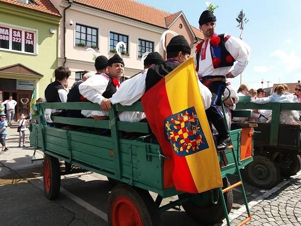 Moravské kroje a vlajka